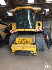 Combine harvester New Holland CR 9060 - 3