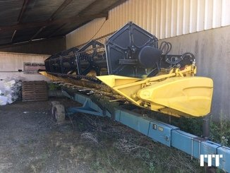 Combine harvester New Holland CR 9060 - 15
