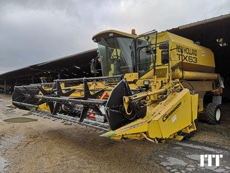 Combine harvester New Holland TX 63 RC - 2