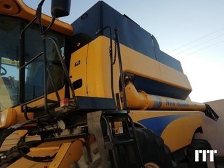 Combine harvester New Holland CSX 7070 - 1