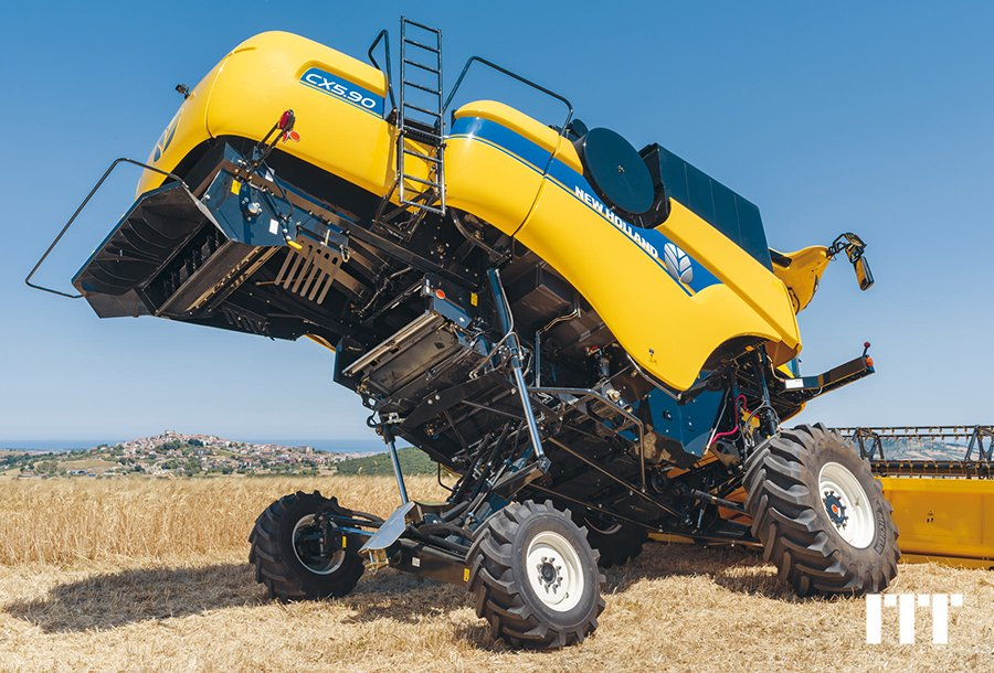 Combine harvester New Holland CX 5.90HS - 1