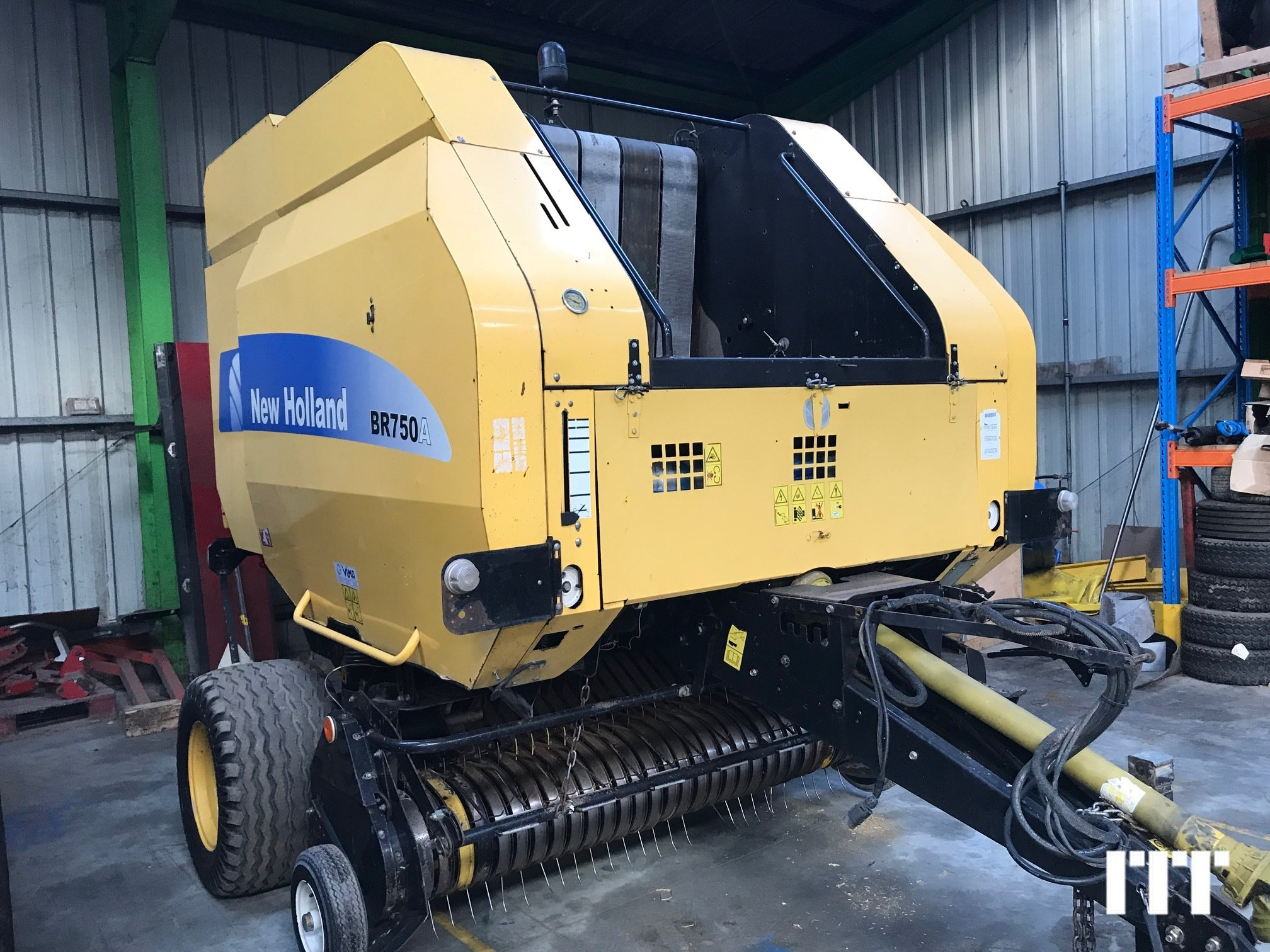 Round baler New Holland BR750 - 1